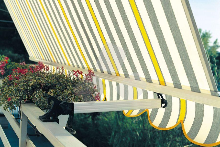 Tenda da sole a caduta 5000/S per balcone con braccetti a ringhiera